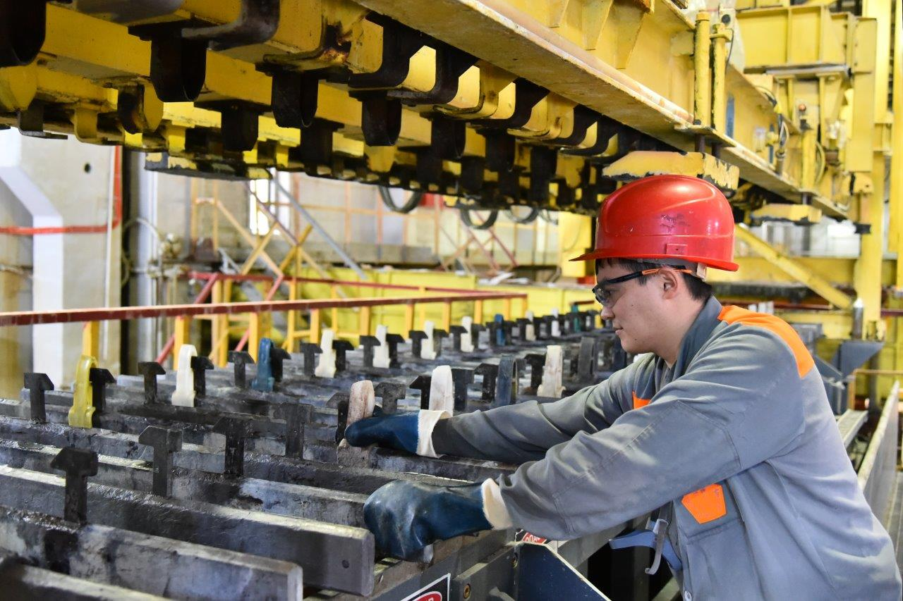 Chelyabinsk Zinc Plant put into operation an anode straightening machine